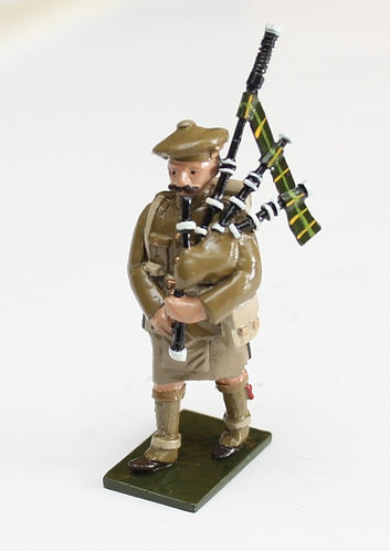 Fig 69A, WWI Piper at march, in Tam'o'Shanta.