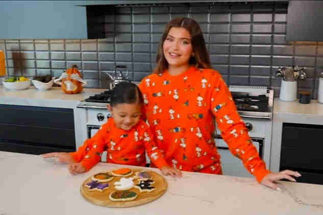 kylie jenner and stormi decorating halloween cookies
