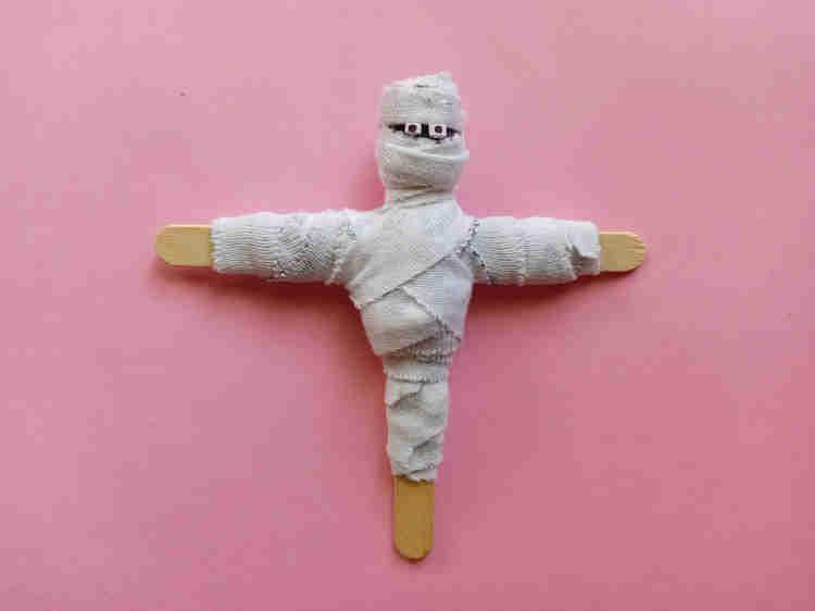 halloween popsicle stick mummy