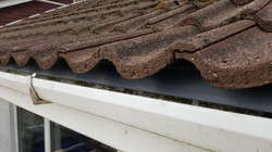 Eaves ventilation with support trays