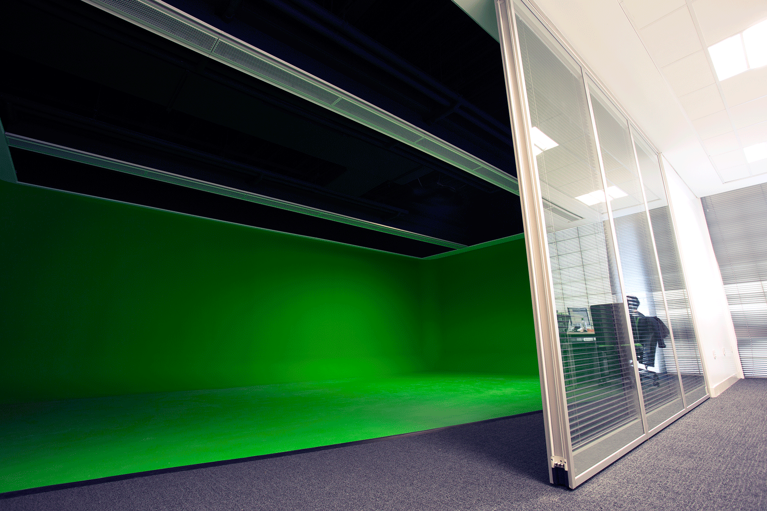 MMU-green-screen4