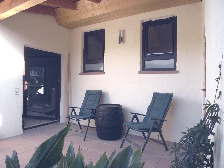Balkon + Eingang zum Wohnzimmer