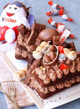 עוגת קינדר שוקולד מקמח כוסמין לילדים