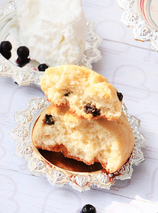 עוגיות גבינה ואוכמניות מיובשות