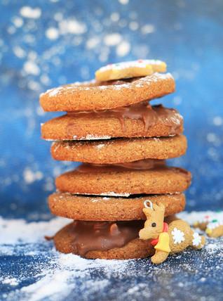 עוגיות ג׳ינג׳ר ודבש מקמח אגוזי לוז (ללא גלוטן)