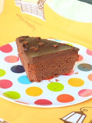 עוגת שוקולד ללא ביצים על בסיס חלב מרוכז