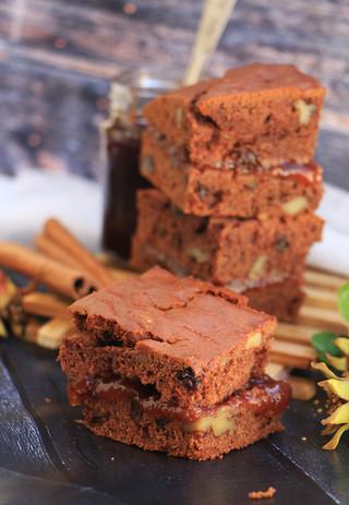 קברישקה - עוגת ״דבש״ טבעונית עם ריבת שזיפים