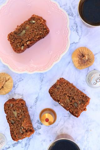 עוגת תאנים ואגוזי מלך מקמח שיפון וסובין שיבולת שועל