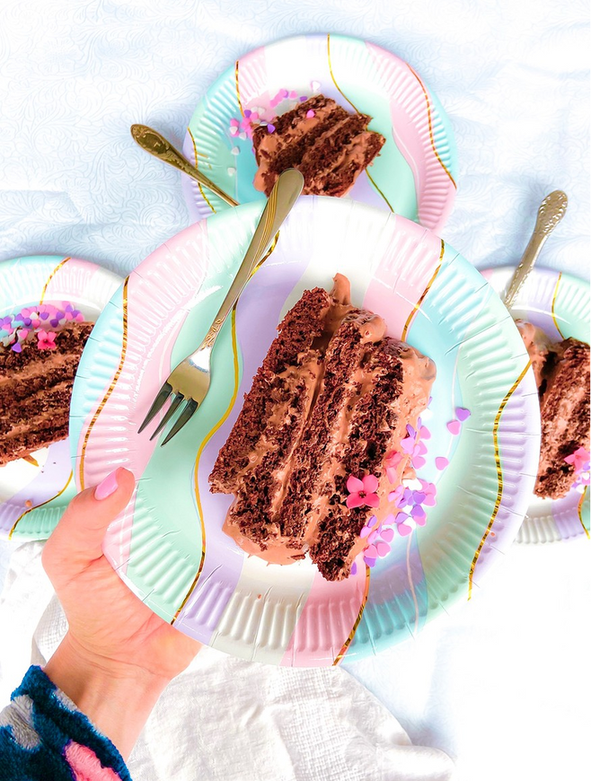 עוגת קטו שוקולד ללא גלוטן לפסח עם קמח שקדים וקרם קוקוס ומסקרפונה