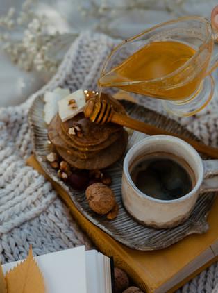 פנקייק יוגורט שוקולד מקמח עדשים ושקדים (גם בגרסה טבעונית)