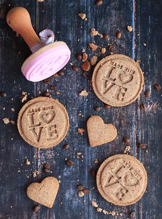 עוגיות אספרסו מקמח כוסמין ושקדים לחג האהבה