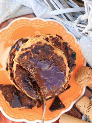 פנקייק טבעוני עם בננה וממרח שוקולד