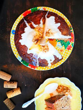 עוגת דבש, צימוקים ואגוזי מלך מקמח טף וקרם דבש