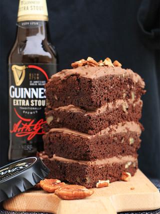 עוגת גינס (Guinness) שוקולד לכבוד הסנט פטריקס דיי