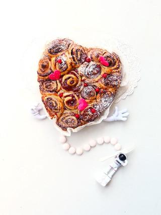 עוגת שמרים כוסמין עם דובדבנים ושוקולד