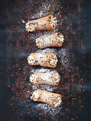 קנולי איטלקי אפוי מקמח כוסמין עם קרם מסקרפונה