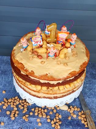 עוגת במבה בוטנים ושוקולד מקמח בוטנים עם קרם קוקוס בוטנים