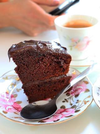 עוגת שוקולד מסאלה וסירופ יאקון