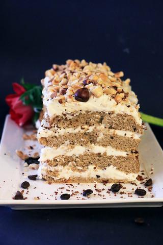 עוגת אספרסו, קרם ריקוטה ואגוזי לוז מקמח קוקוס