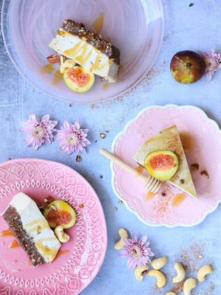 עוגת קשיו ותאנים טבעונית