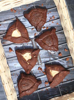 אוזני המן שוקולד טבעוניים מכוסמין ושקדים, עם מילוי שוקולד  וריקוטה