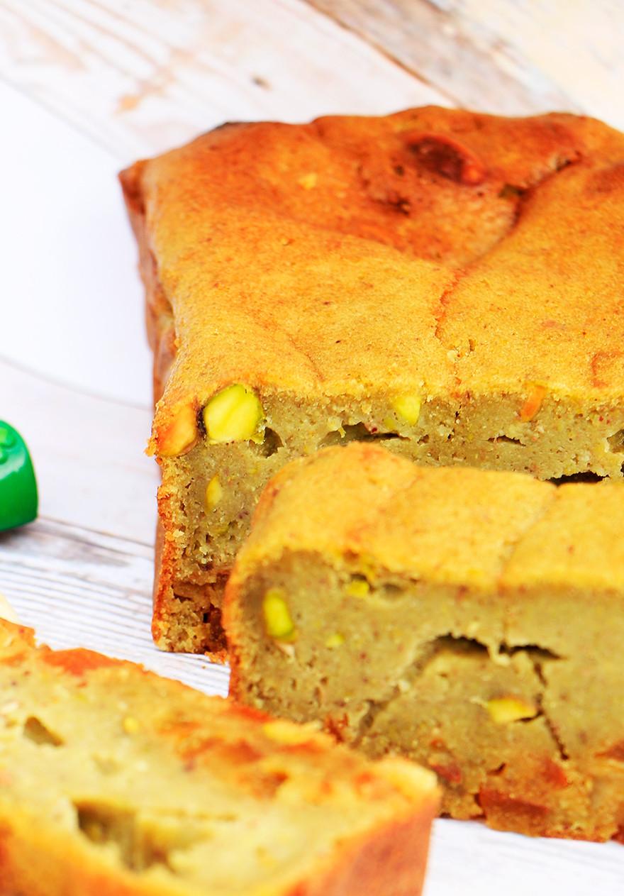 עוגת שקדים וכוסמין עם פיסטוק