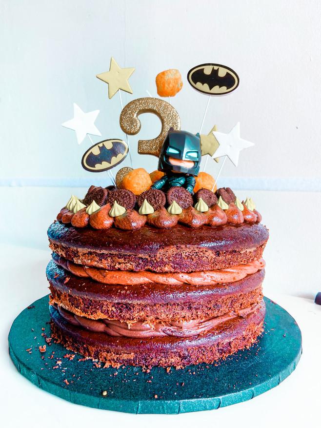 עוגת שוקולד יום הולדת בריאה עם קמח עדשים וכוסמין / עוגת בטמן שחורה שחורה עם ליקריץ