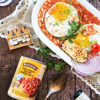 ארוחת בוקר אנגלית - שעועית לבנה ברוטב עגבניות עם ביצת עין