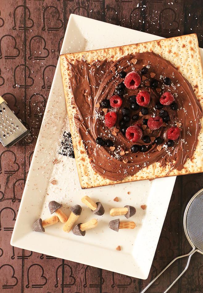 מצה עם ממרח שוקולד ביתי כשר לפסח לילדים ומבוגרים מפונקים