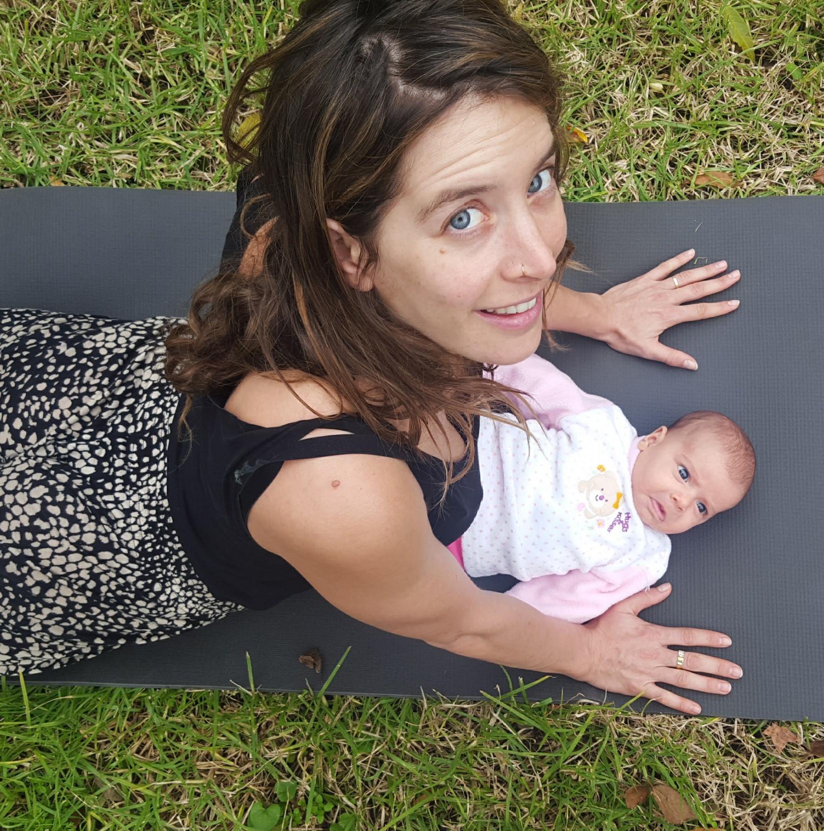 מאמא יוגה - יוגה לאחר לידה