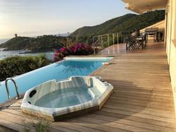 Location de vacances Corse du Sud avec piscine et spa prive