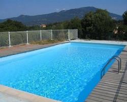 Pool , einer von mehreren