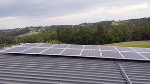 Wir bieten Photovoltaikanlagen an.