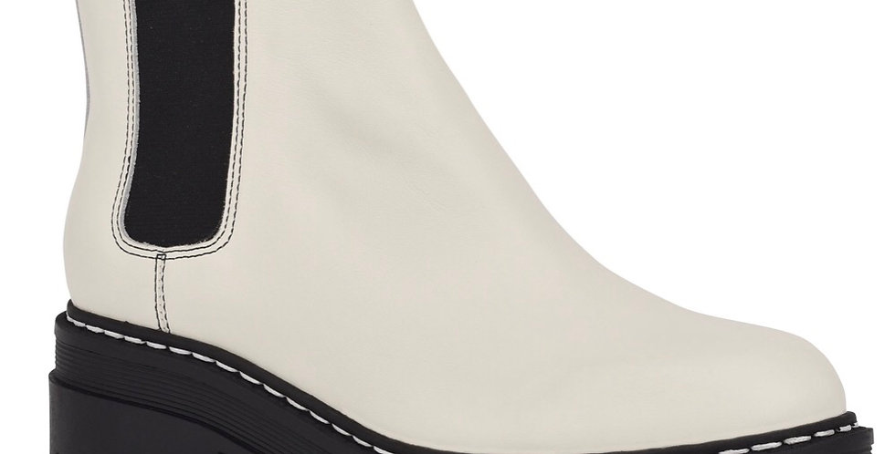 Lug sole off white boot