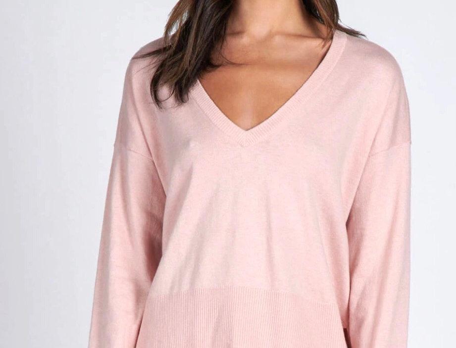 Essential V neck Sweater