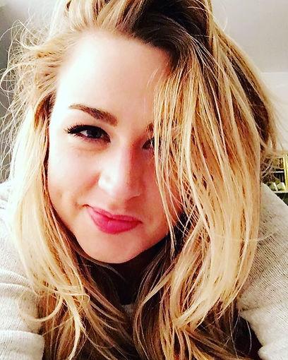 Bethany Watson smirking in a selfie