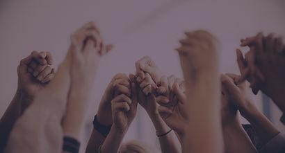 Händer som håller varandra