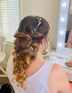 Beautiful Bridal Hairstyle with Hair Vin