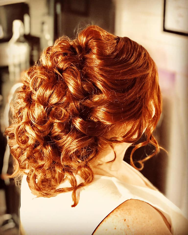 Beautiful loose, volumous Wedding Hairst