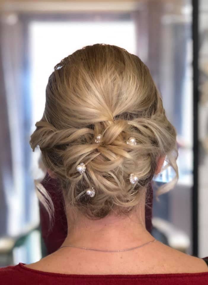 Beautiful and effortless Bridal bun in E