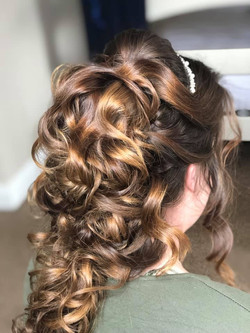 Beautiful and volumous Wedding Hairstyle