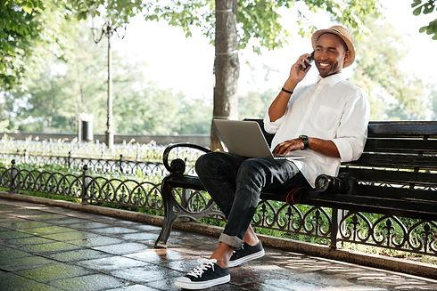 hipster-with-laptop-PZAQJWU.jpg
