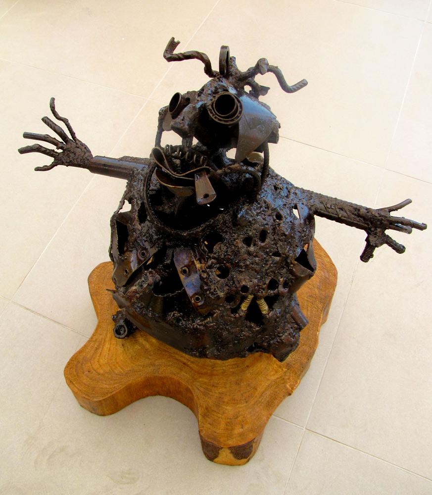 Bomba-mirando-al-cielo---fierro-soldado-2012