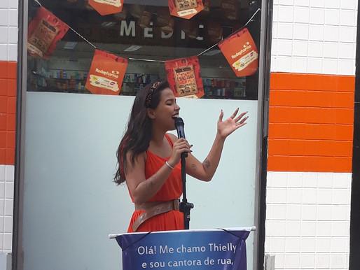 Thielly: a estudante que canta e encanta nas ruas de Campina