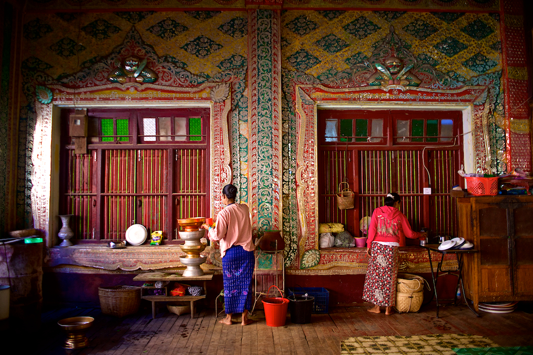 Temple cooks