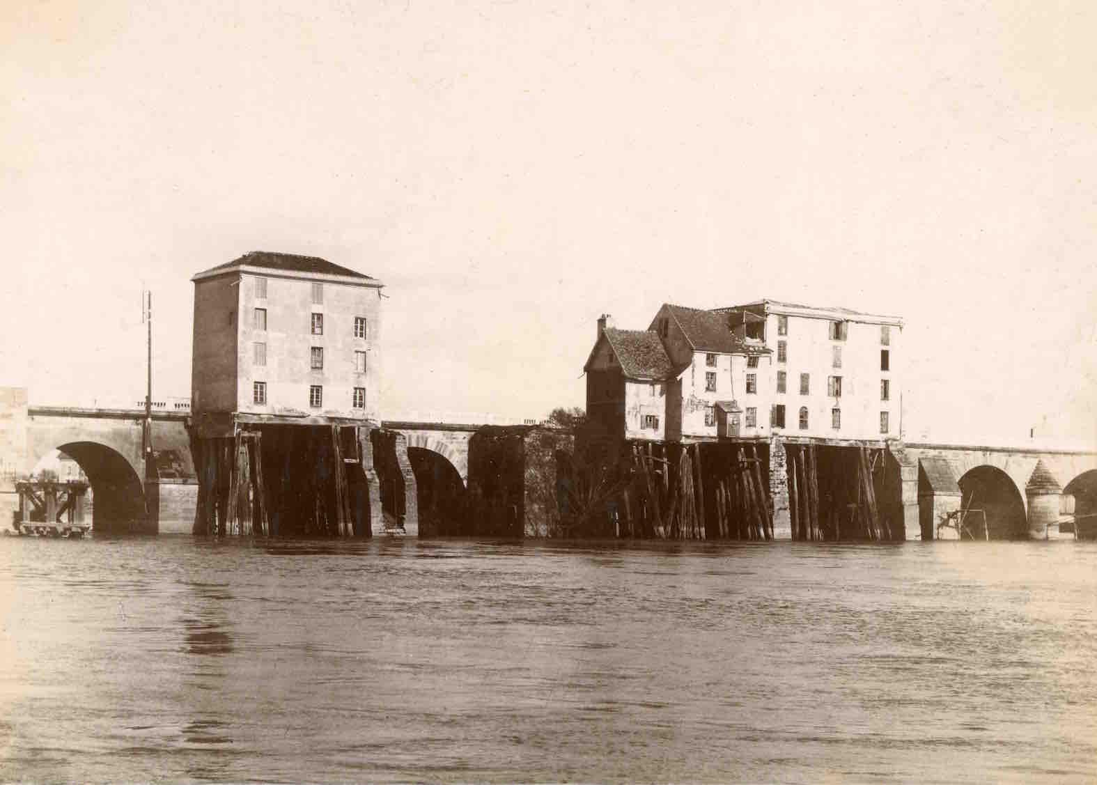 1895 MOULINS
