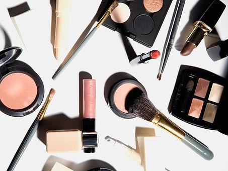 makeup-GettyImages-74867297.jpg