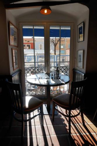 Restaurant le Safari salle intérieur table duo.JPG