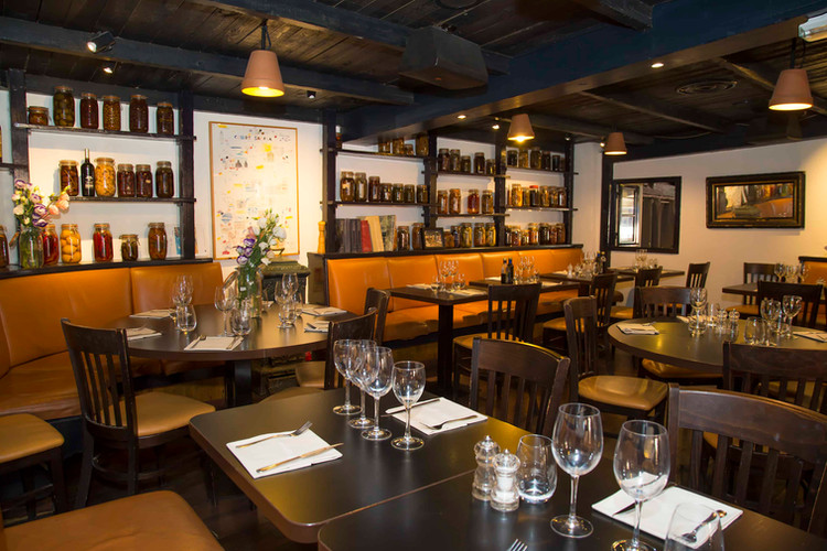 Restaurant le Safari salle intérieur .jpg