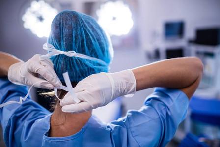 Mulheres cirurgiãs são minoria, mas têm resultados melhores que homens